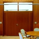 Unsere Türelemente passen sich perfekt ihrer Umgebung an. Klinik Dr. Heines Bremen