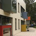Holz-Alu-Fassade mit austragender Ruhebox. Kita. St. Petri, Bremen